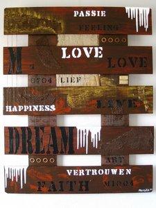 """Schilderij, met tekst op hout: """"Love"""""""